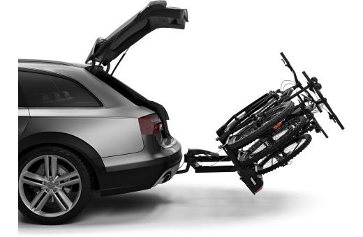 Den smarta fotmanövrerade tiltfunktionen gör bagageutrymmet lättåtkomligt. Även väldigt stora bakdörrar kan öppnas tack vare den stora fällvinkeln